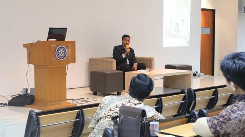 Akhmad Zaeni berbagi cerita tentang Perpustakaan Pemerintah
