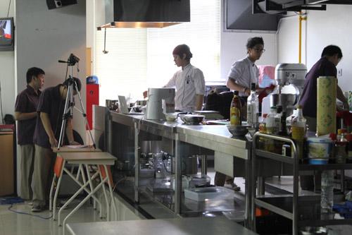 Demo masak oleh Chef Harry Budiharjo dan Chef Cornelius Eggi
