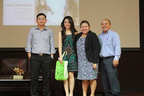 Foto bersama Dosen IBM UC dengan Dea Valencia