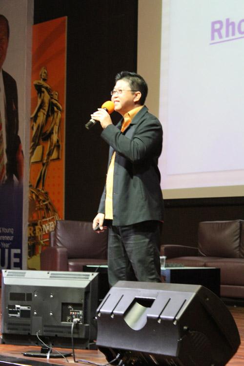 Hengki Setawan menjelaskan tentang kreatif marketing untuk mahasiswa Universitas Ciputra