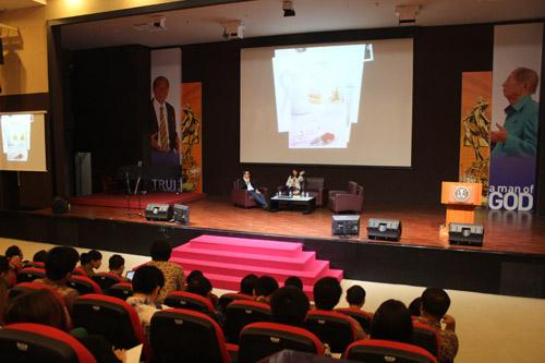 Mahasiswa Universitas Ciputra Seminar