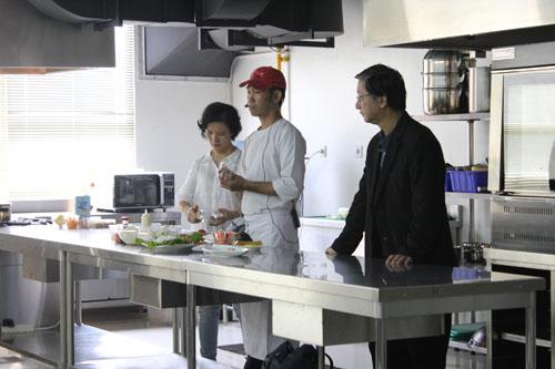 Minoru OBA dengan tim sharing pengalaman di Universitas Ciputra