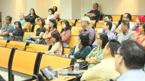 para orang tua yang ikut dalam acara family business gathering di universitas ciputra