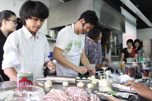 Super Mentor Class UC sesi praktek dengan para mahasiswa