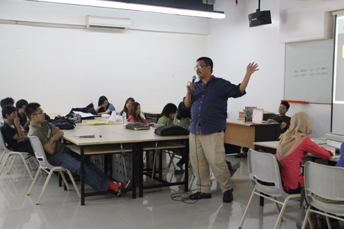 Tony Masdiono diundang di Universitas Ciputra sebagai pembicara Design Week VCD