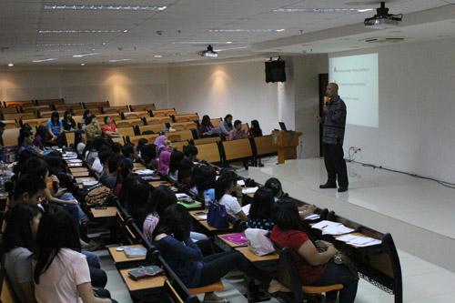 Seminar yang diberikan oleh andrey Fifo