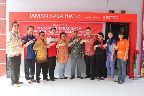 foto bersama olympic UC dan RT kelurahan made