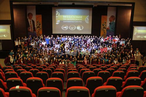 Foto bersama di Gedung Auditorium Universitas Ciputra